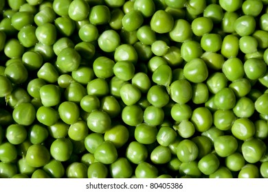 Close up of a freshly picked batch of organic peas.