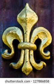 close up of a golden fleur de lis