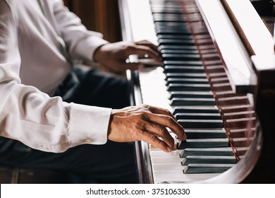 close up hand playing the piano