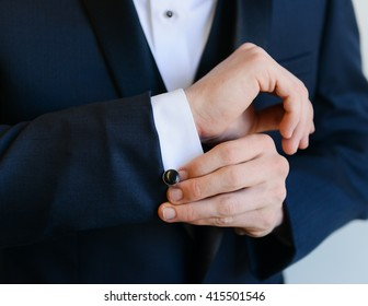 Close Up of Hands / Man Getting Ready