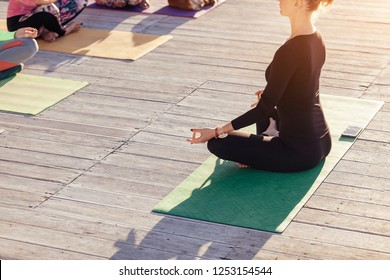 Imágenes Fotos De Stock Y Vectores Sobre Yoga Terraza