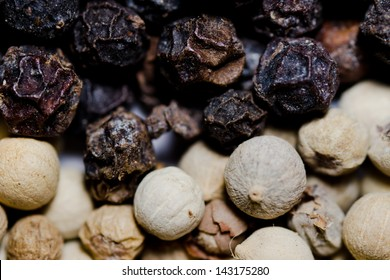 close up image of  black and white pepper