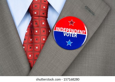 Close up of an independent voting badge on the suit jacket lapel of an American voter.
