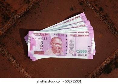 Close up of Indian 2000 rupee notes