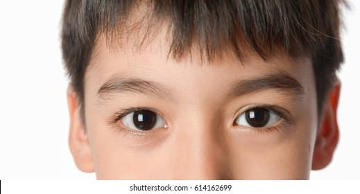 Nahaufnahme kleiner asiatischer Mix aus arabischem Auge
