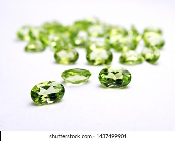 close up natural green peridot gemstone  oval shape cutting for fashion jewelry