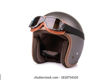 Nahaufnahme eines neuen grauen Vintage-Helms und Windschuh. Studioaufnahme einzeln auf weißem Hintergrund