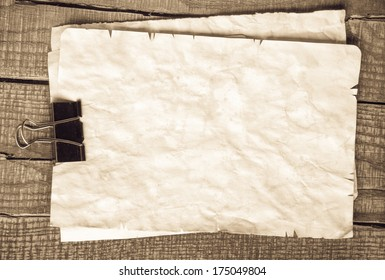 Close up of note paper on wooden background