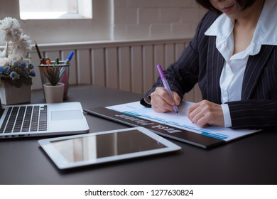 Close up on business woman hand with pen on checking and planning on weekly planning for note or make appointment concept.