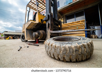 Close up on the fork lifter flat tire replacement