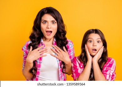 Close up photo of astonished impressed mommy kid style stylish heard incredible news sales wonder open mouth scream shout touch cheeks face chest isolated vivid clothing vibrant background