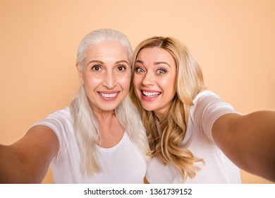 Close up photo of charming nice ladies motherhood concept wavy curly grey hairdo get unforgettable moments hug embrace lifestyle leisure isolated wear trendy stylish outfit on pastel background