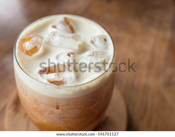 close up picture of nitro cold brew coffee
