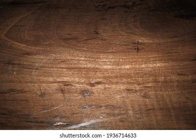 Cierre el suelo de la mesa de madera de tablón con textura de patrón natural. Fondo vacío de madera en la pizarra.
