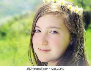 Close up portrait of a beautiful teenage girl smiling in the park