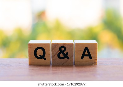 A close up of q and a wooden block