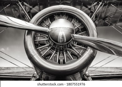close up of an radial engine of an historical aircraft