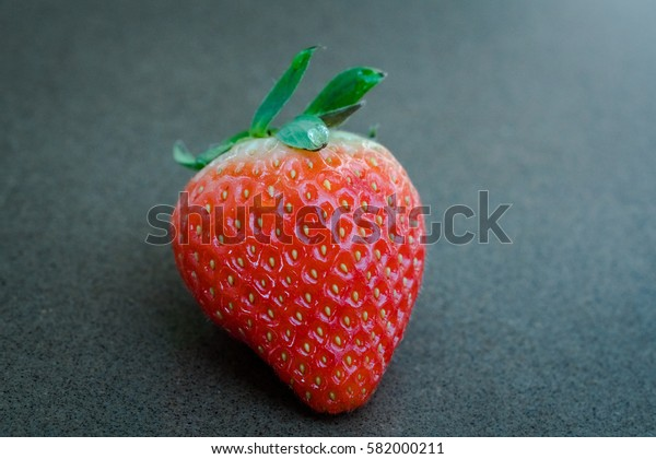 CLOSE UP THE RED DELICIOUS STRAWBERRY