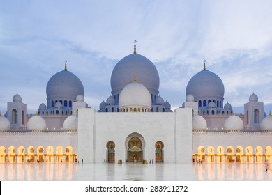 Close up of Sheikh Zayed Grand Mosque at dusk (Abu-Dhabi, UAE)
