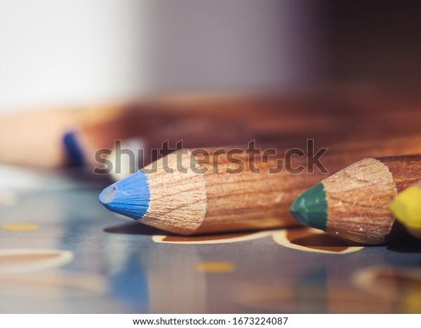 close-shot-colored-pencils-600w-16732240
