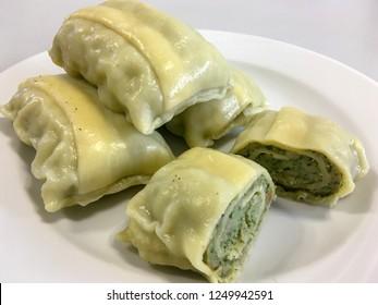 A close shot of German dumplings (Maultaschen) placed on a white plate