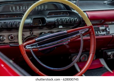 close up of steering wheel of an american oldtimer