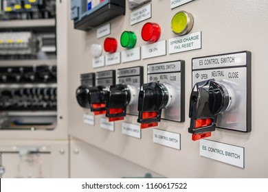 Close up switch for operate disconnecting earthing switch to open or close which install on front of control panel of medium voltage switchgear.