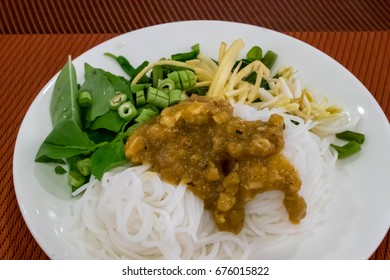 The close up of Thai fermented rice flour noodle (Khanom chin) with vegetable on white plate.