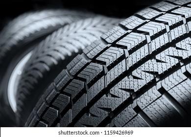 Cierre los neumáticos de camión de perfil de neumático