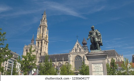 CLOSE UP: Beautiful Petro Paulo Rubens statue on Green Square in Antwerp