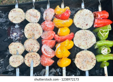 A close up of the vegetables on skewers.