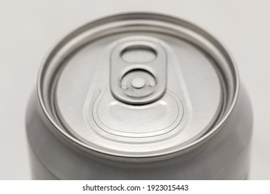 closed aluminum can lid close-up, small depth of field
