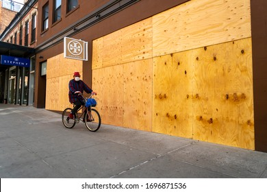The closed boarded up Tory Burch store in the Meatpacking District in New York on Monday, April 7, 2020. (© Richard B. Levine)