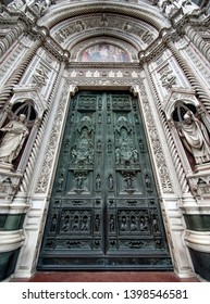 closed doors of Florence Duomo Cathedral (Cattedrale Santa Maria del Fiore, Duomo di Firenze, Cathedral of Saint Mary of the Flowers)