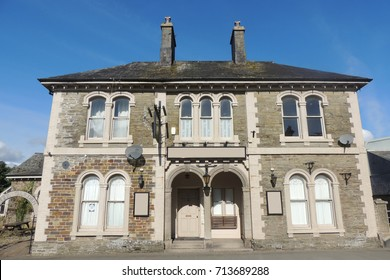 A closed pub and hotel in Liskeard, Cornwall - disused, derelict and abandoned