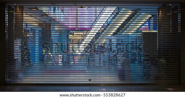 Entrada cerrada y cerrada a grandes almacenes durante las vacaciones, Hong Kong