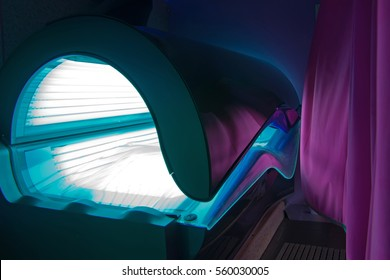 Closed tanning bed.