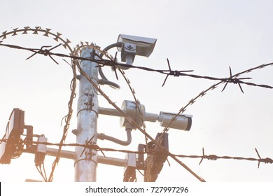 Closed-circuit drum, motion detection in barbed wire, multiple blade on steel pole.