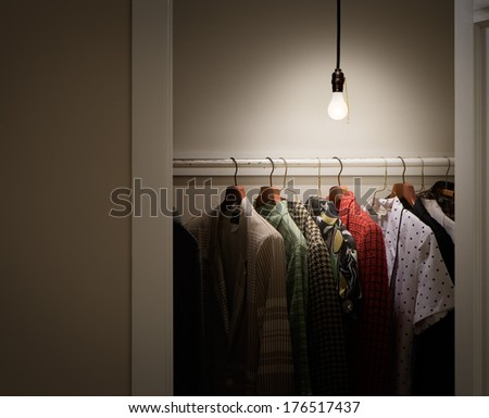 Etonnant Closet With Clothes And Bare Lightbulb