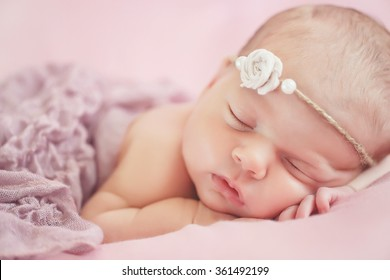 22102264205a Closeup Beautiful Sleeping Baby Girl Newborn Stock Photo (Edit Now ...