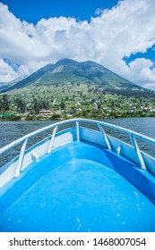 Close-up of the bow of a boat with view of a mountain on Lake San Pablo in Ecuador in the city of Otavalo