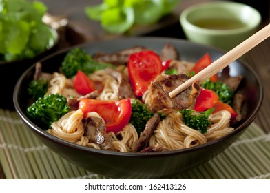 Closeup of a bowl of beef and vegetable Lo Mein stir fry.