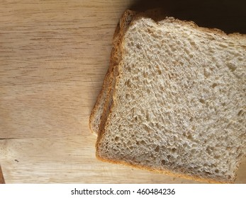 Closeup  brown  bread  on  wood  background