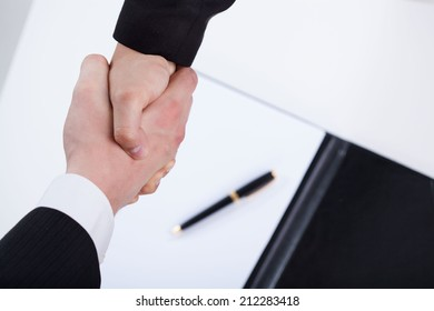 Close-up of a businessmen shaking hands, horizontal