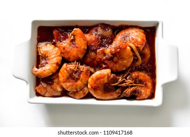Close-Up Cooked prawns . sour soup made of tamarind and Fish paste and Chili Paste Acacia fry with Egg Boil and Shrimps or Prawn Spicy Taste. shallow dept of field.