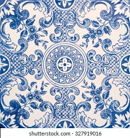 Detalle de las antiguas baldosas esmaltadas portuguesas.