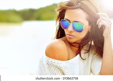 Closeup fashion beautiful woman portrait wearing sunglasses