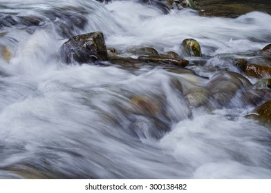 Closeup of flowing water over rocks from the Sacramento River/Closeup of flowing water over rocks