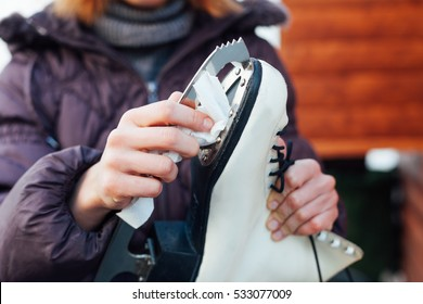 Close-up of girl cleans blade skates