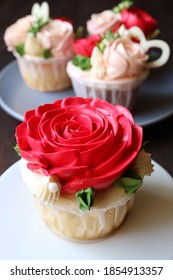 Closeup a gorgeous red rose frosting cupcake with another blurry cupcakes in background